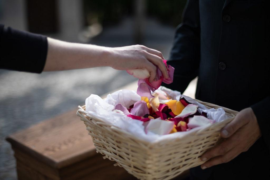 petales de fleurs obseques